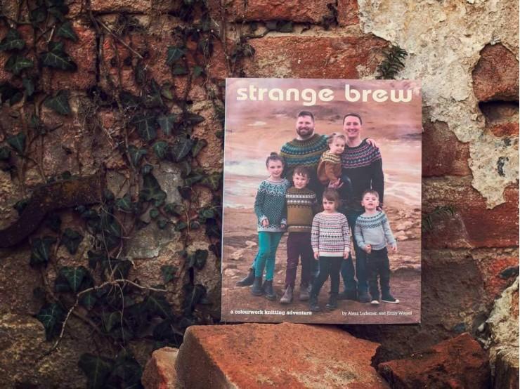 Strange Brew - kniha s návodmi na vypletané pulóvre
