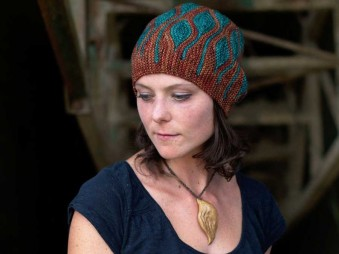 Projektový balíček: návod a priadza na čiapku Toph od Woolly Wormhead
