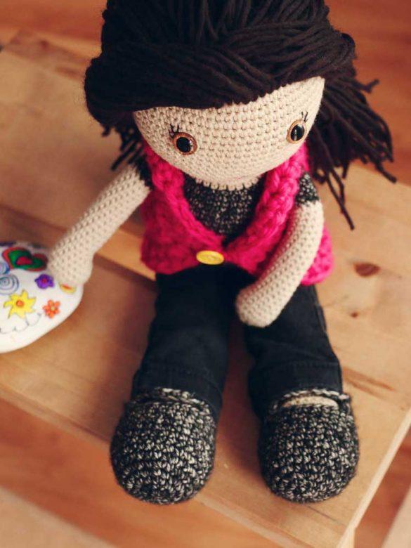 Háčkovaná bábika s česacími vlasmi