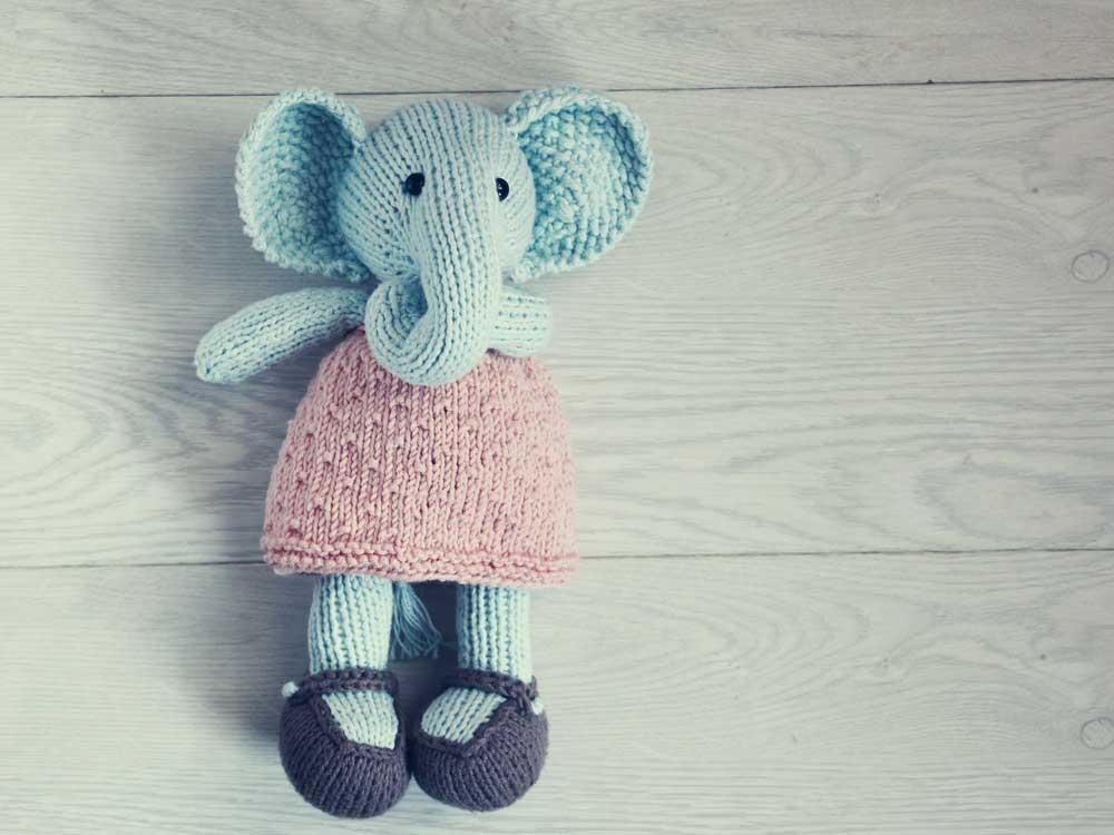 Pletená hračka, slonica